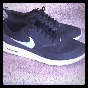 Black and white nike Thea shoes